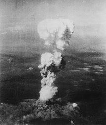 "215px-Atomic_cloud_over_Hiroshima ""Dios mío, ¿qué hemos hecho?"""